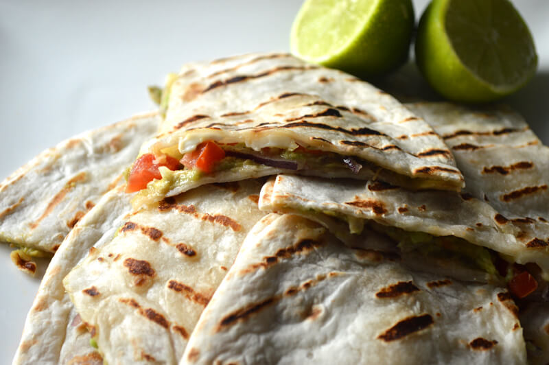 vegetarische-quesadillas-met-avocado-tomaat-en-mozzarella2